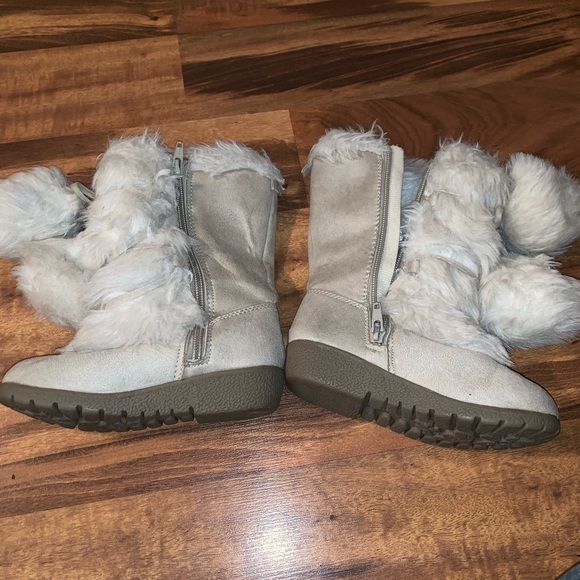 Other - Fluffy girls boots size 10 toddler